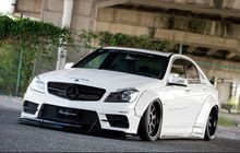 Mercedes-AMG C63 Street Racing, Berjubah Liberty Walk, Kakinya Ceper