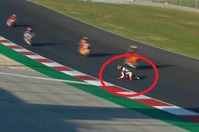 Aron Canet beruntung bisa selamat usai terjatuh selepas terjatuh di trek menurun sirkuit Portimao saat kualifikasi Moto2 Portugal