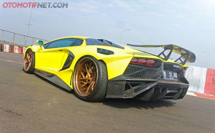 Body kit depan belakang desainnya dari Aventador SV tapi di custom lagi