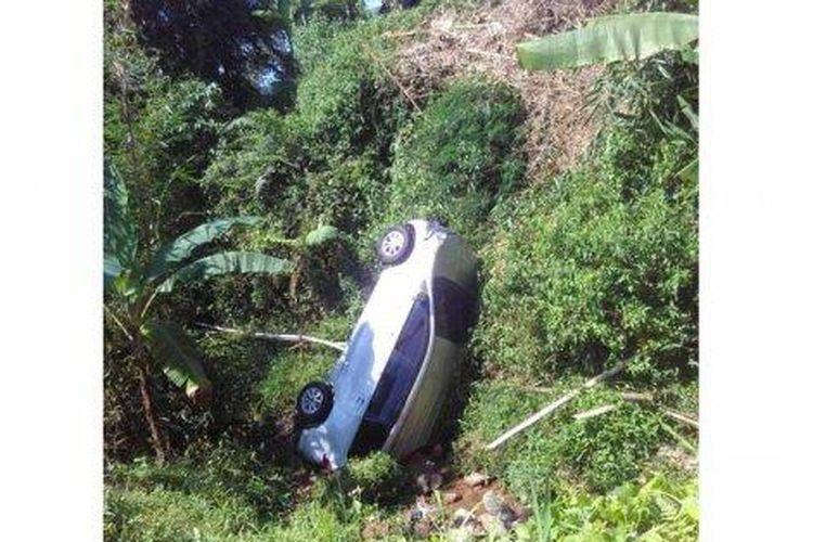 Toyota Avanza Terjun Bebas Kayang Di Jurang Pengemudi Diduga Ngantuk Gridoto Com