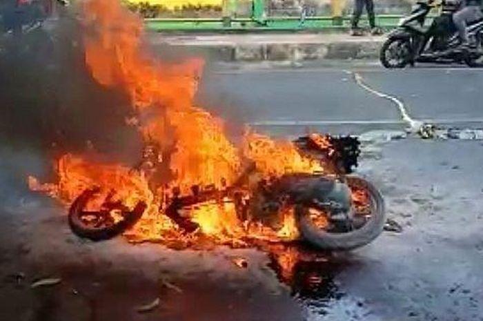 Ilustrasi motor terbakar, ada beberapa hal yang bisa menyebabkan motor terbakar