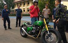 Beredar Foto Motor Kustom Jokowi Bertampang Lebih Sangar Turun dari Pesawat TNI, Mau Digeber di Sirkuit Mandalika Nih?