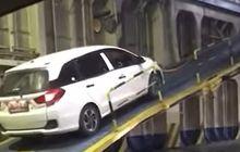 Gagal Nanjak, Honda Mobilio Burn Out Pas Mau Masuk Kapal, Tonton Videonya