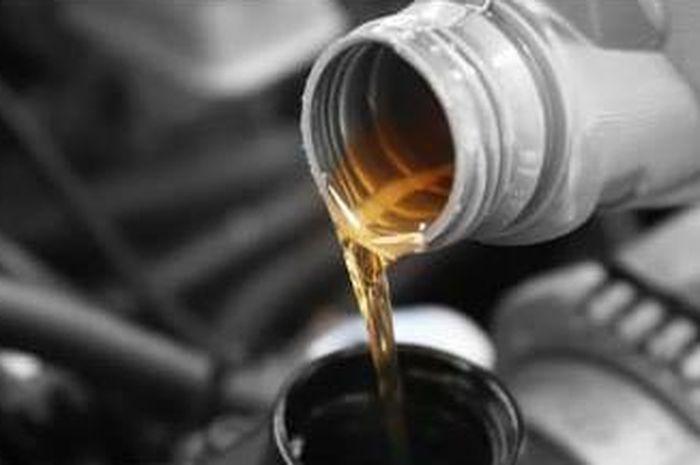 Ganti oli mesin secara rutin dan tepat waktu, agar performa mesin selalu terjaga baik.
