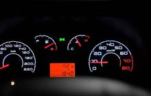 Indikator Bahan Bakar Mobil Sudah E, Ayo Tebak Masih Sisa Berapa Liter di Tangki