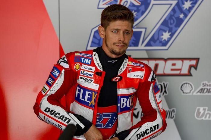 Tahu akan kondisi Marc Marquez yang harus absen dari MotoGP 2020, Casey Stoner berikan tanggapannya.