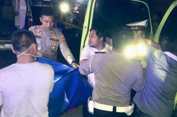 Bukan Dibawa ke RS, Wanita Muda Korban Lakalantas Dikunci di Dalam Truk Fuso di Lamsel