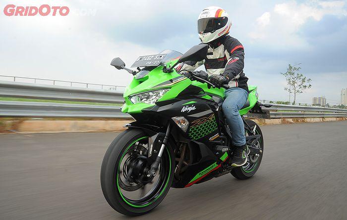 Test-Ride-Kawasaki-Ninja-ZX-25R