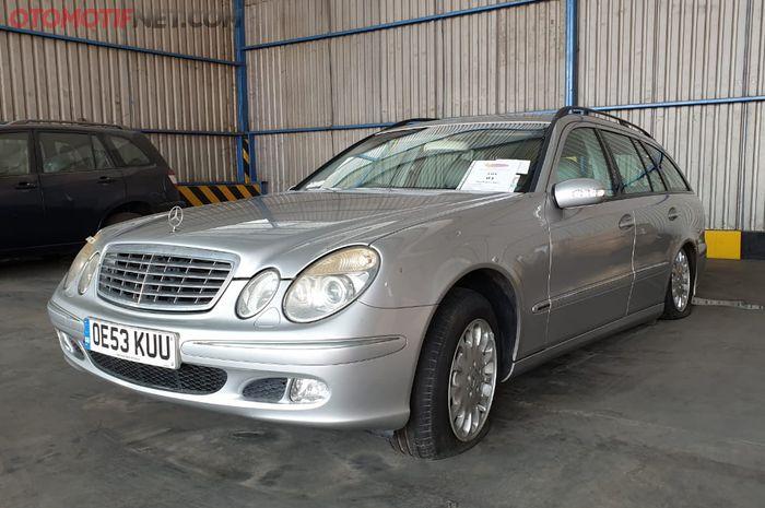 Unit Mercedes-Benz E 270 CDI Wagon keluaran 2002 yang akan dilelang