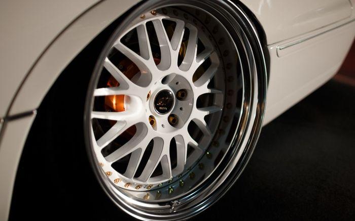 Sentuhan camber bikin kaki-kaki modifikasi Lexus LS400 ini semakin seksi