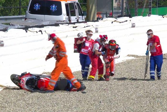 Ketika menjalani sesi latihan bebas di MotoGP Ceko 2020, Francesco Bagnaia justru mengalami cedera dengan patah kaki