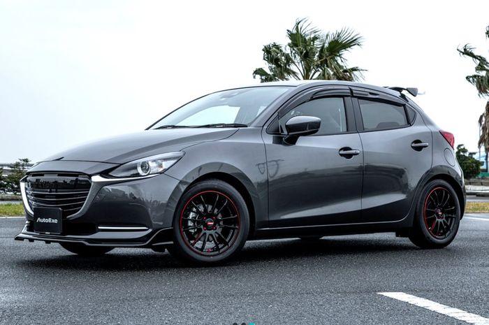 Modifikasi Mazda2 tambah sporty pakai body kit AutoExe, Jepang