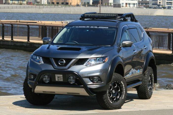 Tampilan depan modifikasi Nissan X-Trail hasil garapan Roadhouse