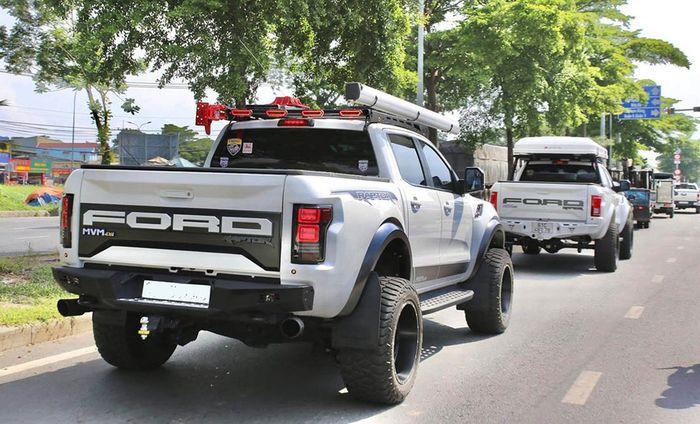 Duet modifikasi Ford Ranger juga kompak pasang tenda di atap