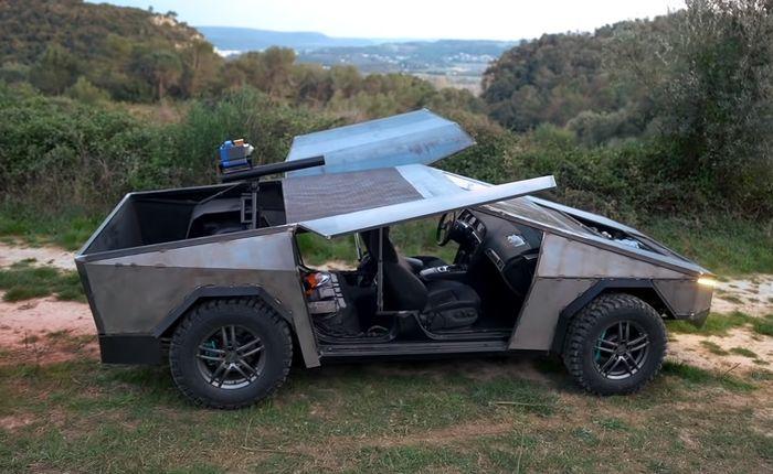 Audi S6 station wagon ngotot berubah wujud jadi Tesla Cybertruck